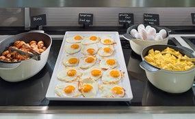 Desayuno buffet en el restaurante Salt & Pepper