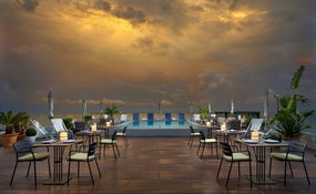 Rooftop Bar Caelum e Plunge Pool