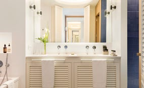 Mare Junior Suite Bathroom