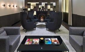 Detalle de la biblioteca del hotel