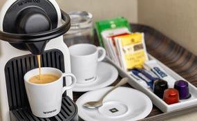 Detalle Cafetera Nespresso en la habitación