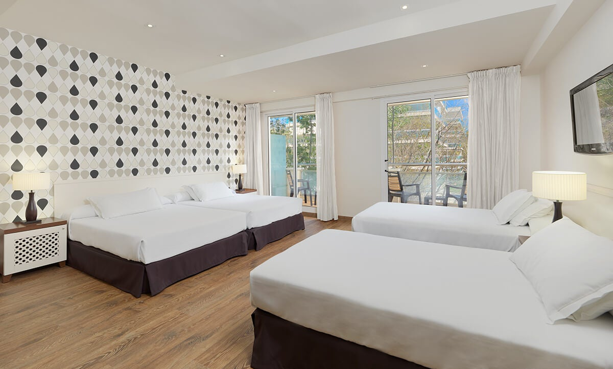 H10 vintage salou hotel en salou h10 hotels for Habitacion cuadruple