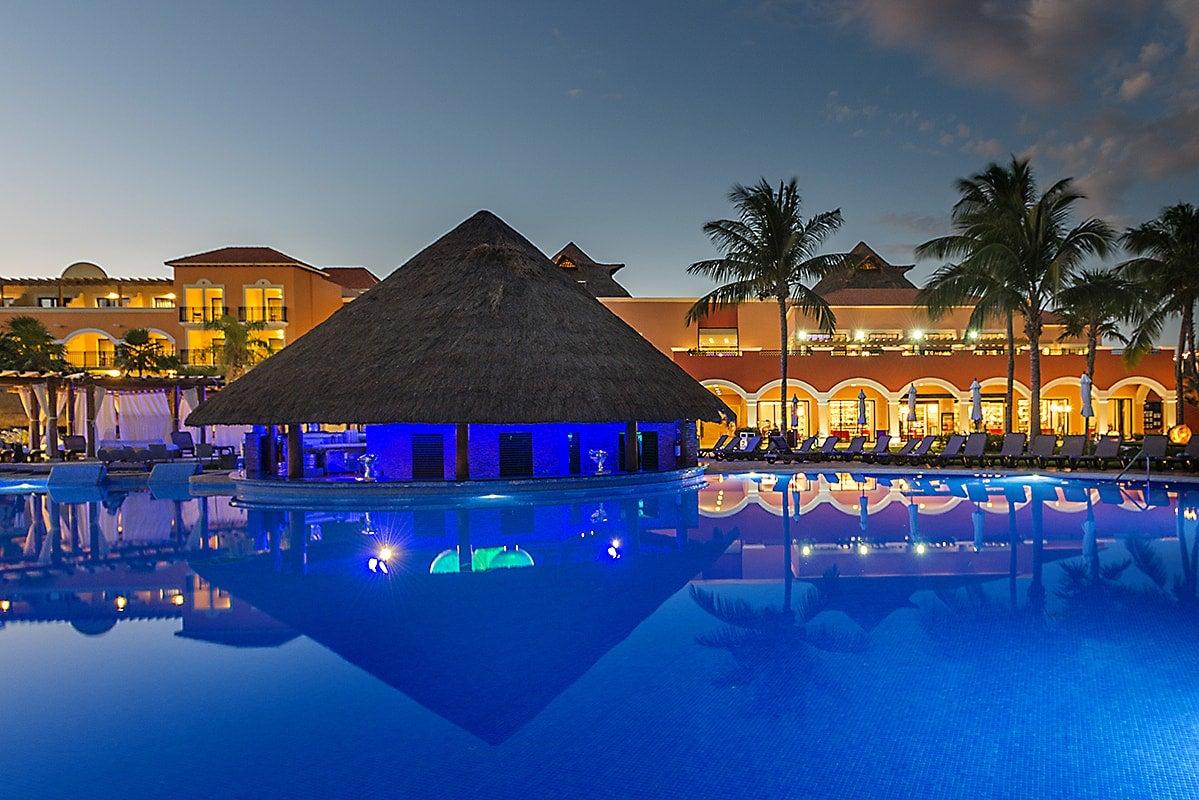 Coral Beach Bungalows nightview的圖片搜尋結果