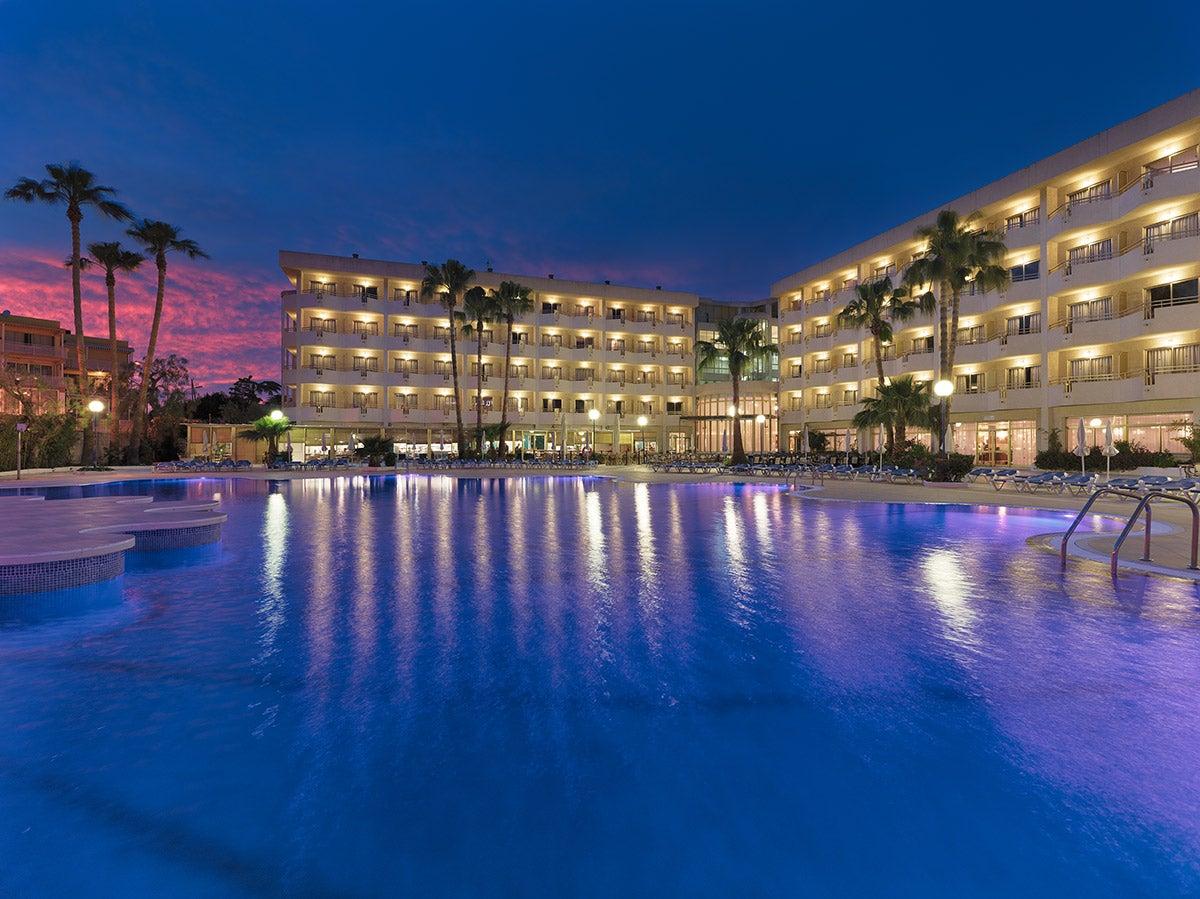 H10 cambrils playa fotograf as y v deos h10 hotels for Hotel familiar cambrils