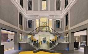 Lobby e recepção do hotel