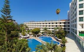 Vista general de l'hotel i la piscina