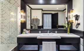Privilege Room's bathroom