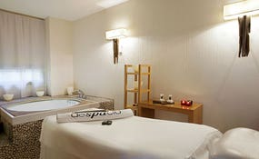 Jacuzzi and treatment room