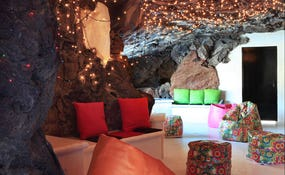 La Cueva Lounge