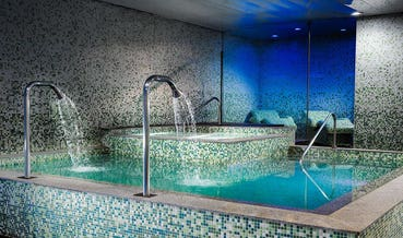 Hot water pool with swan and side jets, Despacio Spa Centre