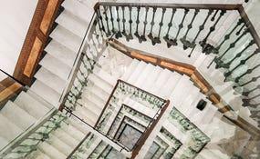 Detalhe escadas do hotel