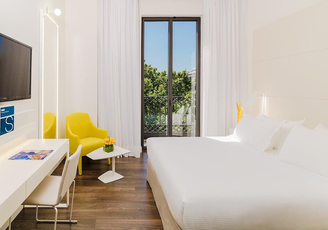 Camere Familiari Barcellona : H urquinaona plaza hotel nel centro di barcellona h hotels