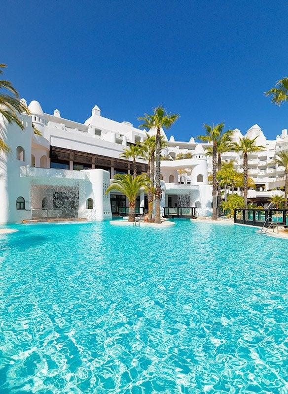 H10 estepona palace hotel en m laga estepona h10 hotels for Follando en la piscina del hotel