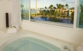 Honeymoon Suite Ocean View Bathroom